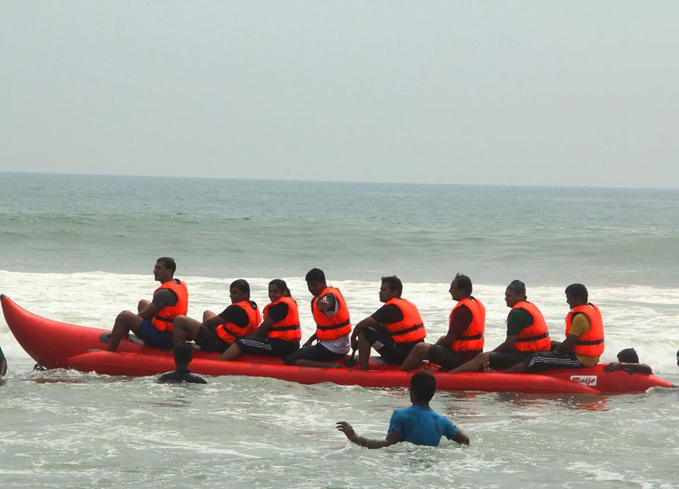 banana boat in puri
