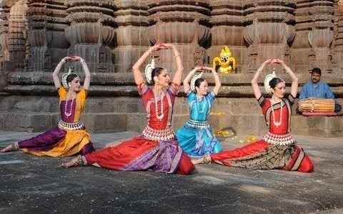 Aharya — Costume, makeup and ornaments in Odissi dance