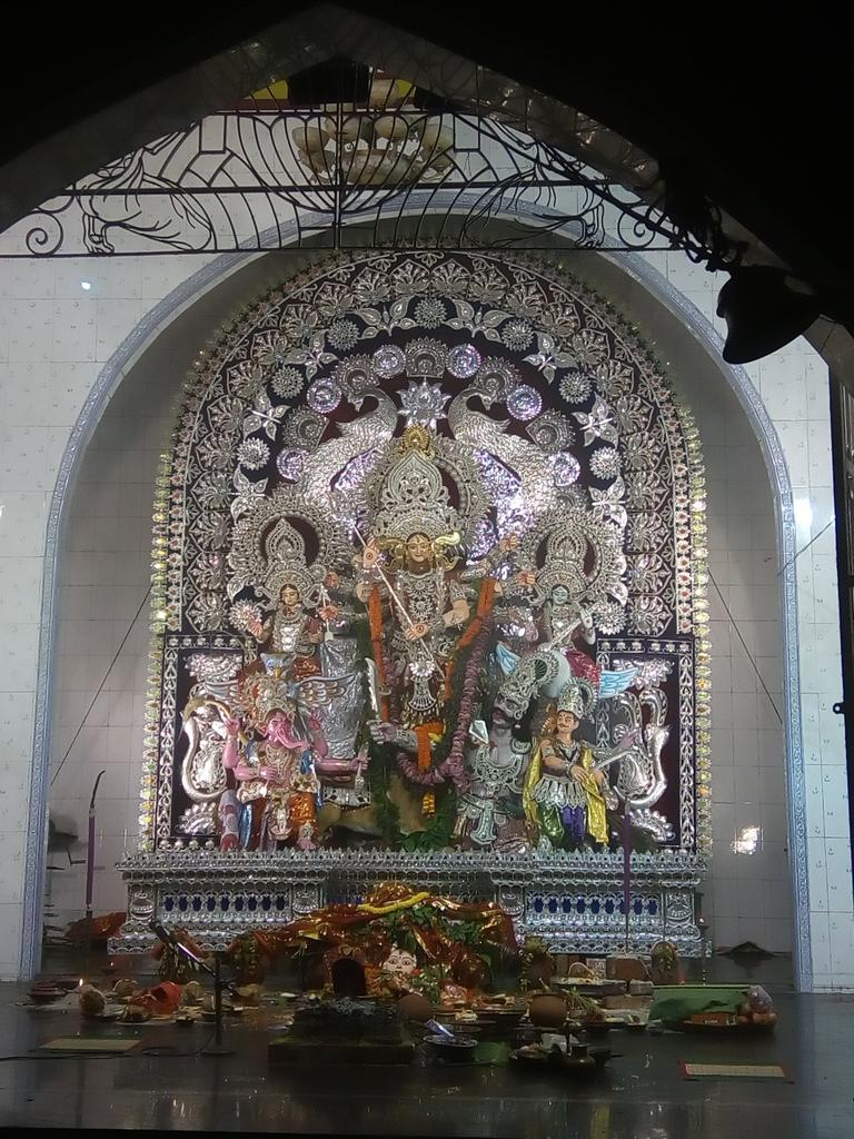 Bahubali theme durga puja old station bbsrbuzz 3