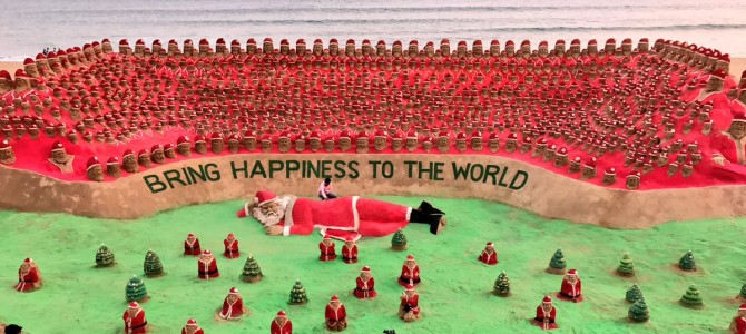Sudarsan Pattnaik attempts another world record with 1000 Santa Clauses this Christmas via Sandart in Puri
