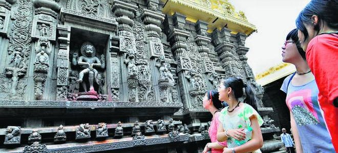 Simhachalam temple near Visakhapatnam : architecture is an amalgam of Odisha and Dravidian schools