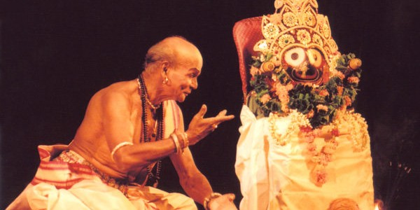 A tribute to Odissi Maestro Guru Kelucharan Mohapatra : an awesome compilation of his performance